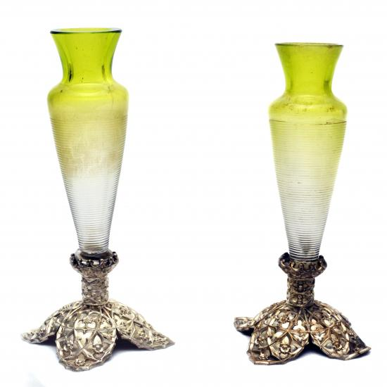 ANTIQUES & ART GLASS